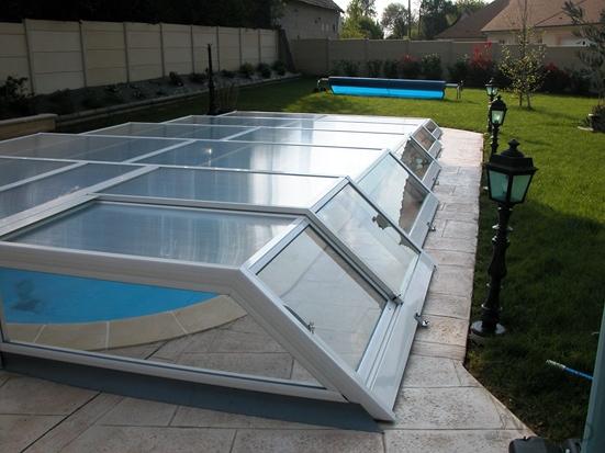 Porte latérale sur abri de piscine  plat amovible