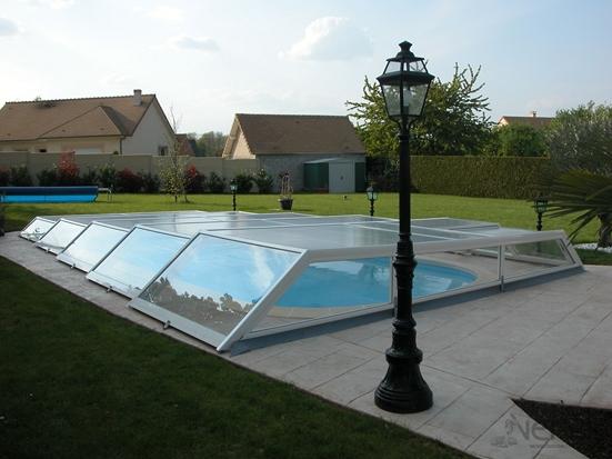 Abri de piscine ultra bas télescopique en aluminium