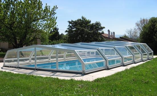 Abri piscine bas 5 angles à pans coupés blanc