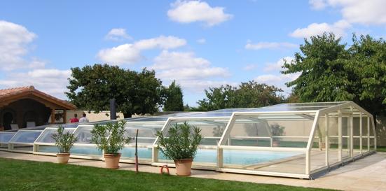 Abri piscine bas blanc par Venus