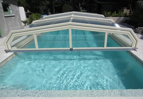 ouverture partielle de l'abri piscine bas Venus