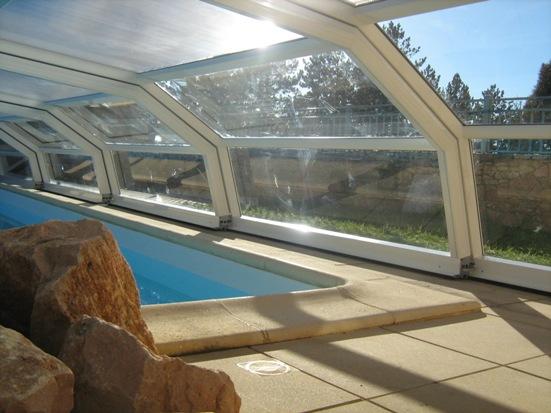 Abri piscine bas 5 angles Ondine à pans coupés Blanc