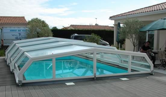 Abri piscine blanc VENUS sur sol composite