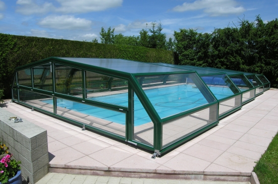 Die niedrige schwimmbad berdachung 5 winkel schwimmbad for Abri piscine relevable