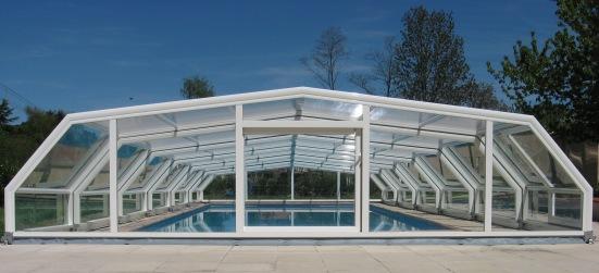 Abri piscine bas 5 angles à pans coupés Blanc en vue arrière