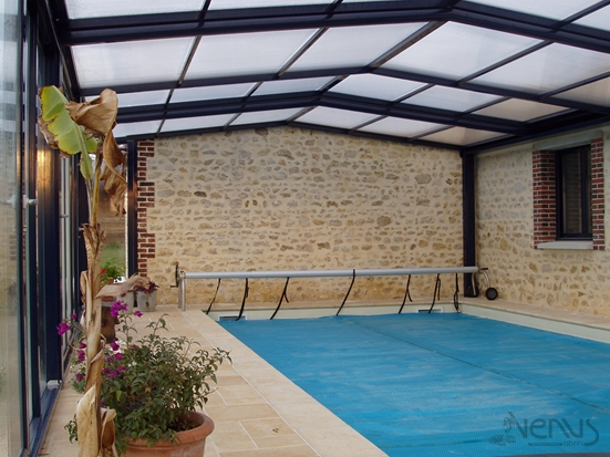 Abris piscine fixes abri piscine et abri spa v nus for Abri de piscine fixe