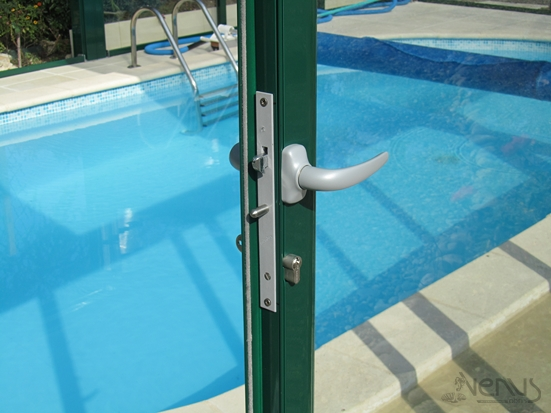 Festgelegte schwimmbad berdachung schwimmbad und spa - Serrure porte coulissante aluminium veranda ...
