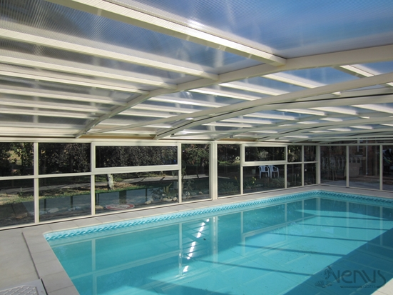 Abri fixed VENUS pool with transparent roof verre