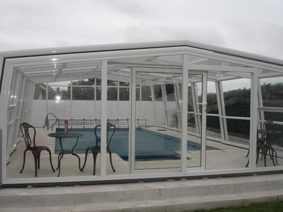 L'habitabilité est exceptionnelle sur un abri piscine haut 3A