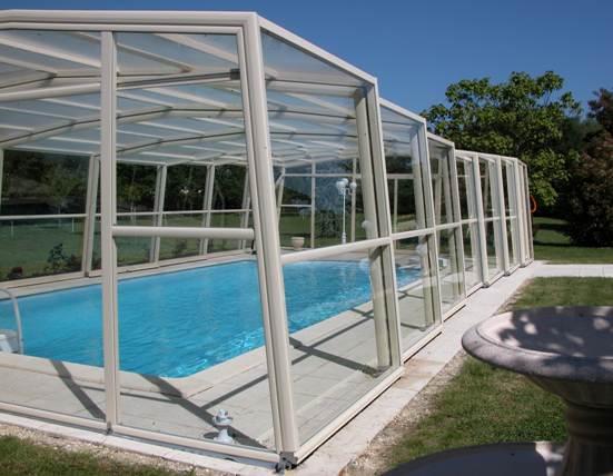 L'abri piscine haut 5 angles est un abri piscine télescopique qui peut aussi être diabolo