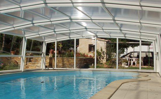 L'abri piscine haut 5 angles est un abri piscine télescopique à l'habitabilité exceptionnelle