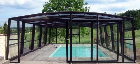 L'abri piscine haut 5 angles olympia  peut etre doté d'une porte suspendue