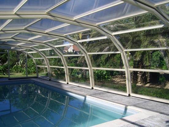Abri piscine 9A Ondine Ivoire en vue intérieure