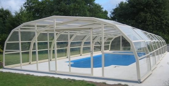 Abri piscine 9A Ondine Ivoire en vue extérieure