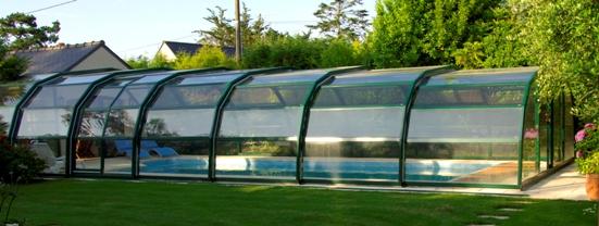 Abri piscine 9A Ondine Vert en vue latérale