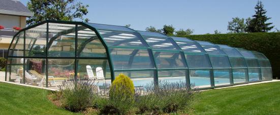 Abri piscine 9A Ondine Vert anglais en vue extérieure