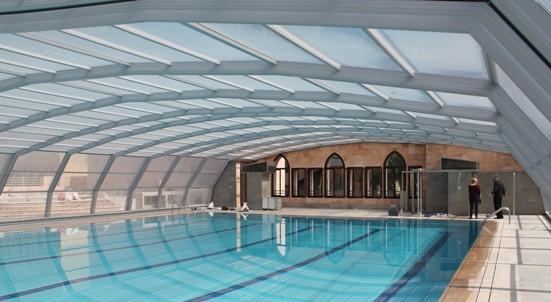 Abri piscine 9A Ondine gris metallisé en vue intérieure